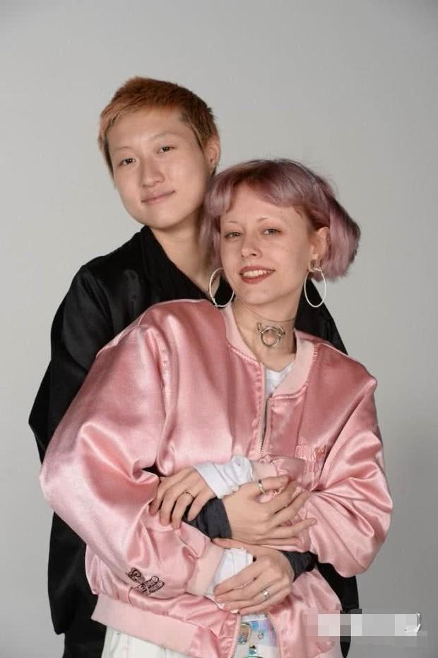 Vợ đồng tính xúi giục con gái Thành Long nhận bố, giành quyền phân chia tài sản? - Ảnh 2.