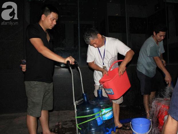 Hà Nội: Giữa đợt nắng nóng đỉnh điểm, 200 hộ dân chung cư nhốn nháo vì mất nước sinh hoạt - Ảnh 9.