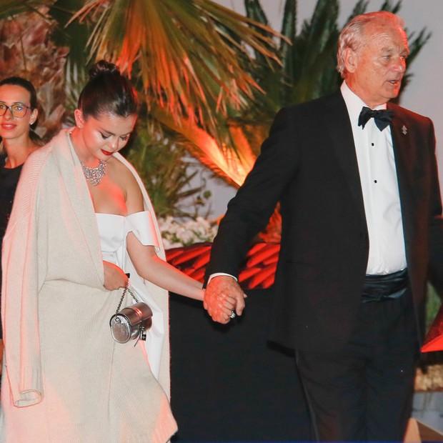 Choáng: Sau bao năm chia tay Justin, Selena Gomez thông báo chuẩn bị kết hôn với tài tử 69 tuổi? - Ảnh 5.