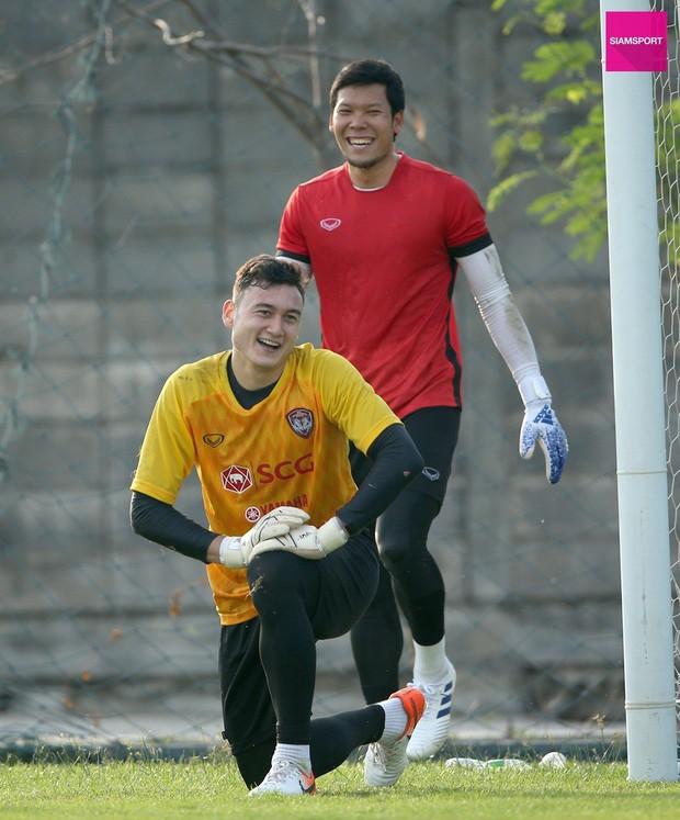 Nối gót Công Phượng, thủ môn tuyển Thái Lan sắp rời châu Âu: Không về nước vì khó cạnh tranh với Văn Lâm - Ảnh 2.