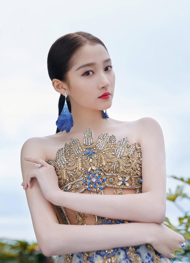 Không có Phạm Băng Băng, đây là nữ thần Trung Quốc đẹp nao lòng, gây bão với truyền thông quốc tế tại Cannes - Ảnh 6.