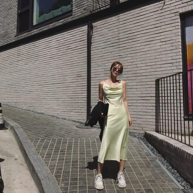 Việc lên đồ ngày nóng chẳng còn là cực hình với 10 gợi ý váy vóc max xinh và mát rười rượi này  - Ảnh 10.