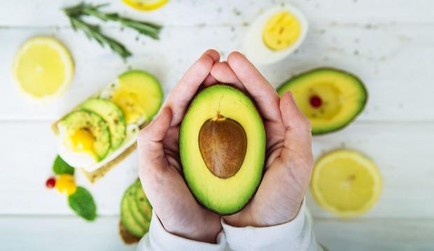 Đây chính là những loại vitamin thiết yếu dành cho công cuộc tăng size vòng 1 của hội con gái - Ảnh 2.