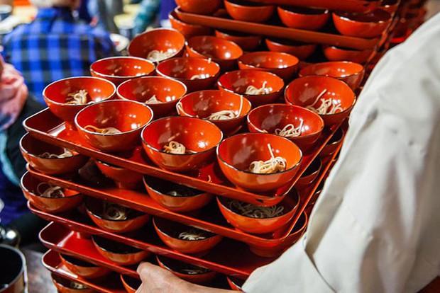 Nhật: trào lưu ăn mì nhanh hơn cả tốc độ trở mặt của người yêu cũ lên hẳn CNN - Ảnh 3.