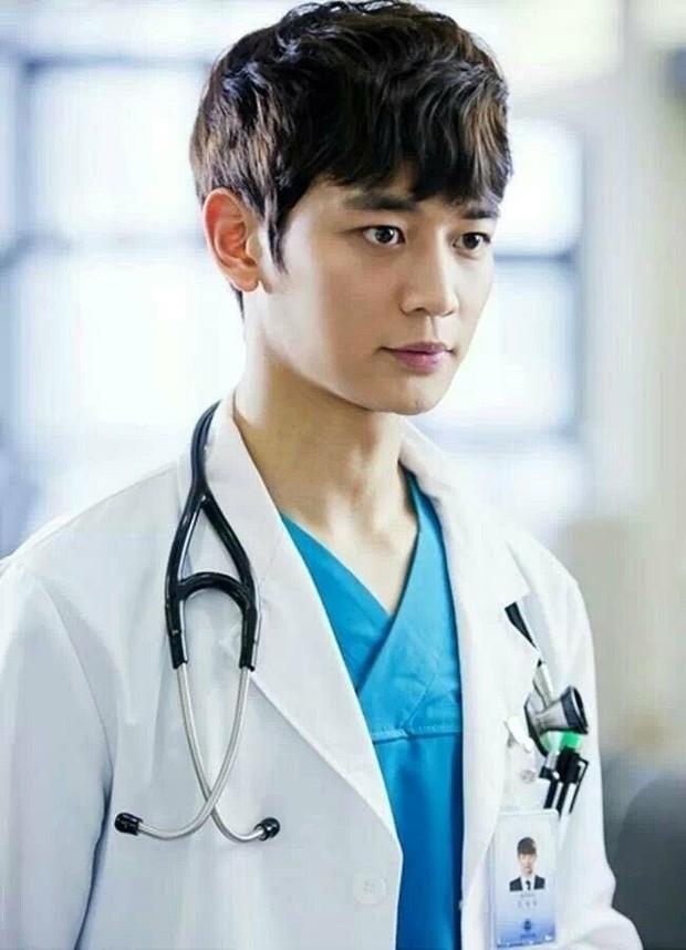 Gặp được bác sĩ như dàn idol Kpop tuyệt sắc này, chắc ai cũng muốn đến bệnh viện để khám bệnh tương tư mỗi ngày - Ảnh 19.