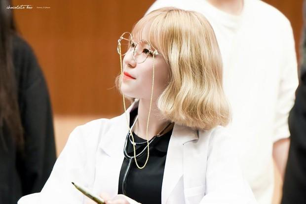 Gặp được bác sĩ như dàn idol Kpop tuyệt sắc này, chắc ai cũng muốn đến bệnh viện để khám bệnh tương tư mỗi ngày - Ảnh 21.