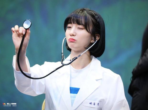 Gặp được bác sĩ như dàn idol Kpop tuyệt sắc này, chắc ai cũng muốn đến bệnh viện để khám bệnh tương tư mỗi ngày - Ảnh 3.