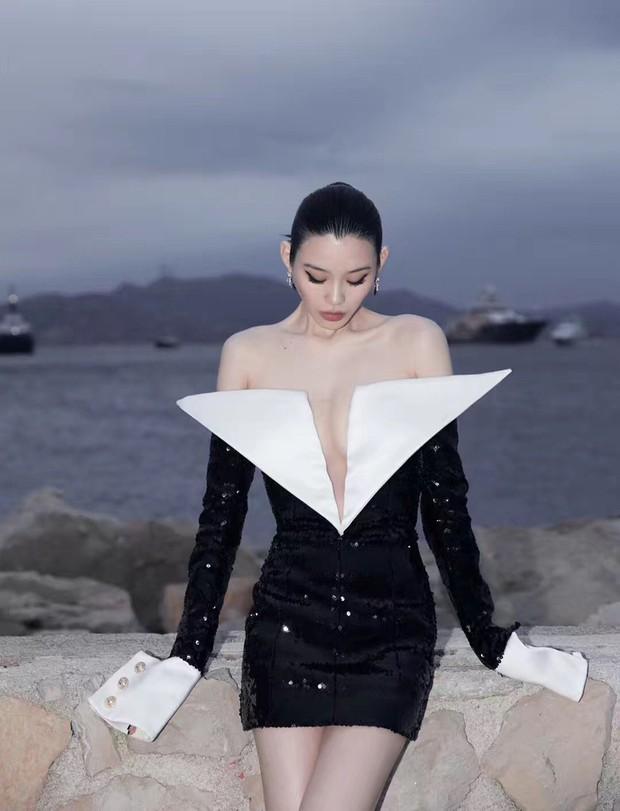 Sự kiện bên lề Cannes: Ming Xi - Sui He cạnh tranh sắc vóc khốc liệt, Lưu Đào - Quan Hiểu Đồng chẳng chịu lép vế - Ảnh 1.