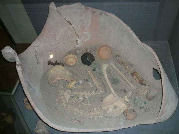 Bí ẩn hàng trăm chiếc chum đá của người chết được tìm thấy tại Lào: 2000 năm chưa có lời giải - Ảnh 4.