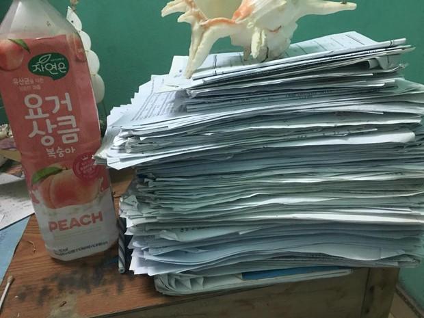 Ai khóc nỗi đau này: Đầu năm chi tiền triệu mua tài liệu, sách vở cuối năm bán giấy vụn chỉ được cốc trà sữa - Ảnh 3.