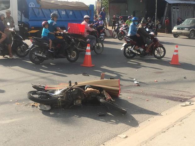 Nam thợ hồ đi xe máy bị xe container cán qua đầu, chết thương tâm ngày cuối tuần - Ảnh 2.