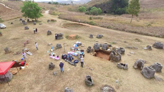 Bí ẩn hàng trăm chiếc chum đá của người chết được tìm thấy tại Lào: 2000 năm chưa có lời giải - Ảnh 2.