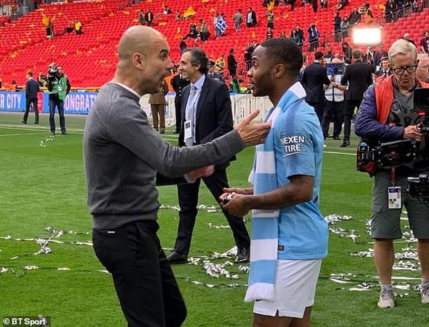 Dù thắng hủy diệt 6-0 ở chung kết FA Cup, HLV giỏi nhất thế giới vẫn dạy một bài học cho cậu trò cưng và đây là điều đáng quý được dân mạng phát hiện ra - Ảnh 2.