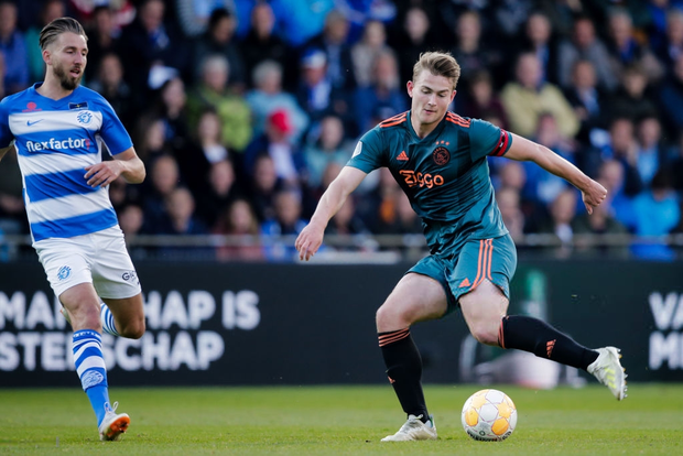 Đội trưởng 19 tuổi đẹp trai như thiên thần của Ajax phải cắt quần thi đấu vì đùi quá to - Ảnh 5.