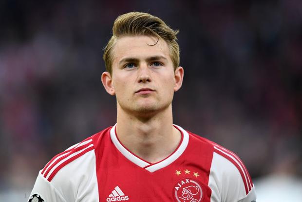 Đội trưởng 19 tuổi đẹp trai như thiên thần của Ajax phải cắt quần thi đấu vì đùi quá to - Ảnh 8.