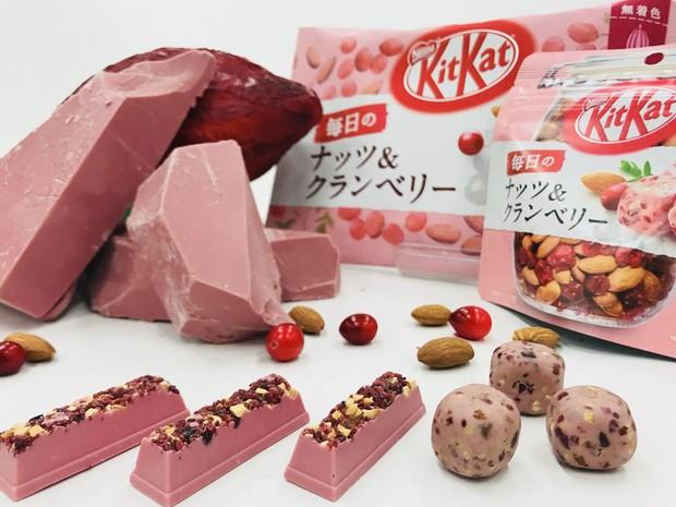 Nhật Bản quả không hổ là thánh địa Kit Kat, đến cả vị đá quý như ruby hồng ngọc cũng có - Ảnh 4.