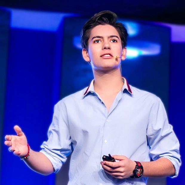 CEO trẻ nhất nước Anh: Sinh năm 2005, sở hữu combo đẹp trai và tài năng khiến người khác ngưỡng mộ hết nấc - Ảnh 1.