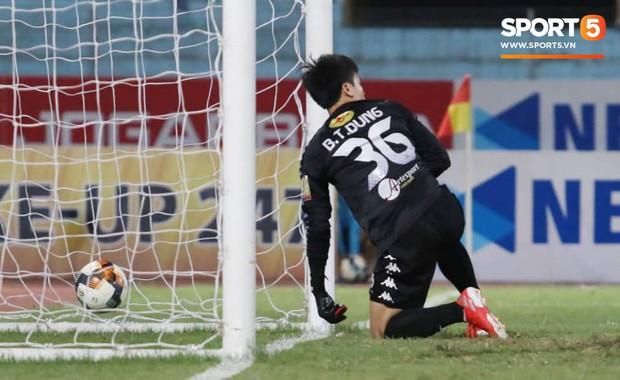 CLB Hà Nội 3-2 Đà Nẵng: Nhà vô địch thắng toát mồ hôi trong ngày ra mắt của Bùi Tiến Dũng - Ảnh 2.
