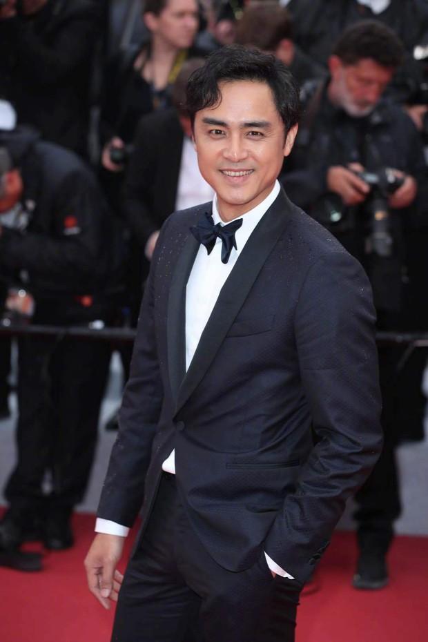 Thảm đỏ Cannes nhường spotlight cho Nick Jonas cung phụng Hoa hậu, Sui He gây sốc như không mặc gì - Ảnh 27.
