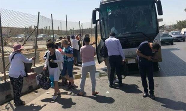 Đánh bom nhằm vào xe bus chở du khách tại Ai Cập - Ảnh 1.