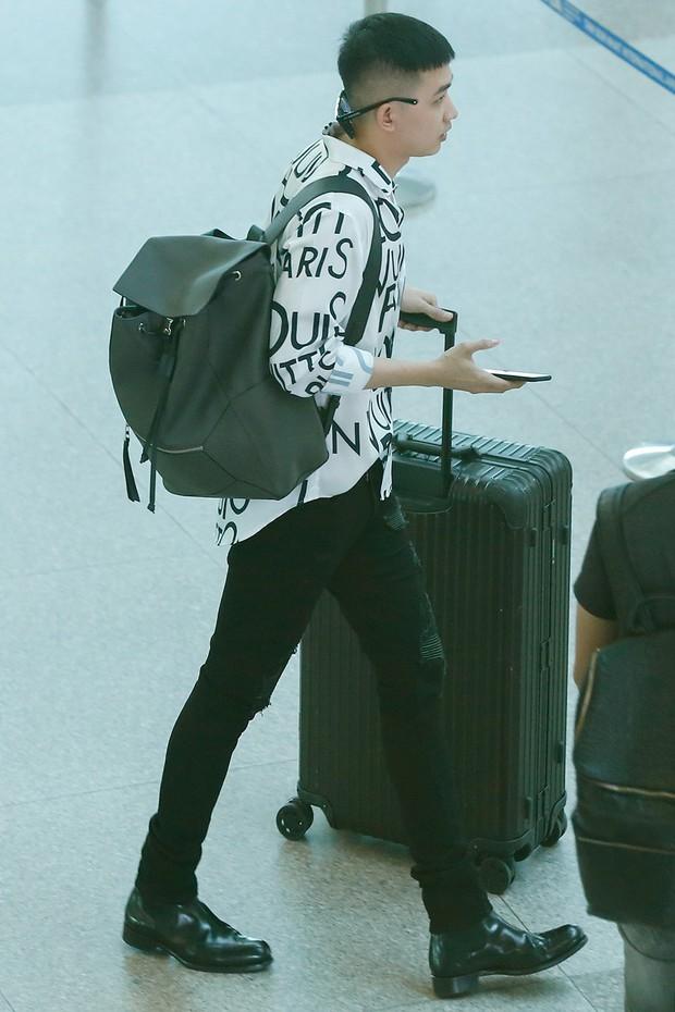 Võ Cảnh xuất hiện nổi bật và cực điển trai tại sân bay sang Pháp dự Liên hoan phim Cannes - Ảnh 6.