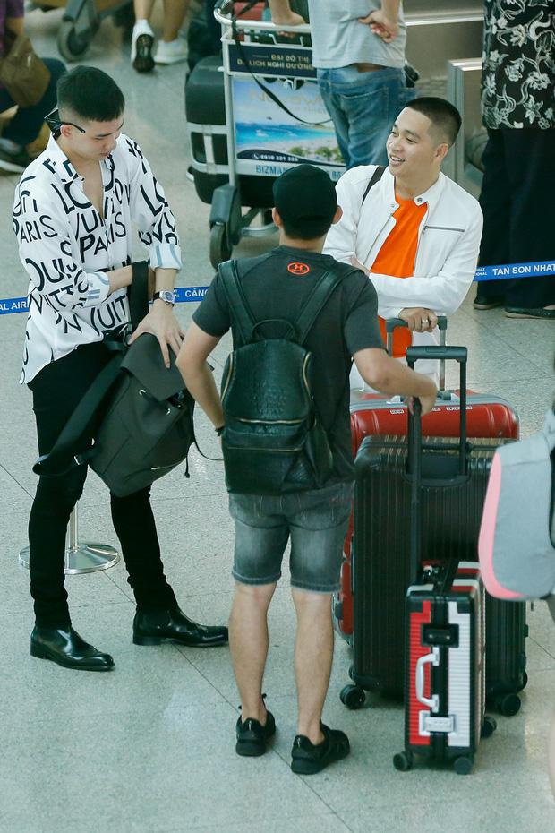 Võ Cảnh xuất hiện nổi bật và cực điển trai tại sân bay sang Pháp dự Liên hoan phim Cannes - Ảnh 7.