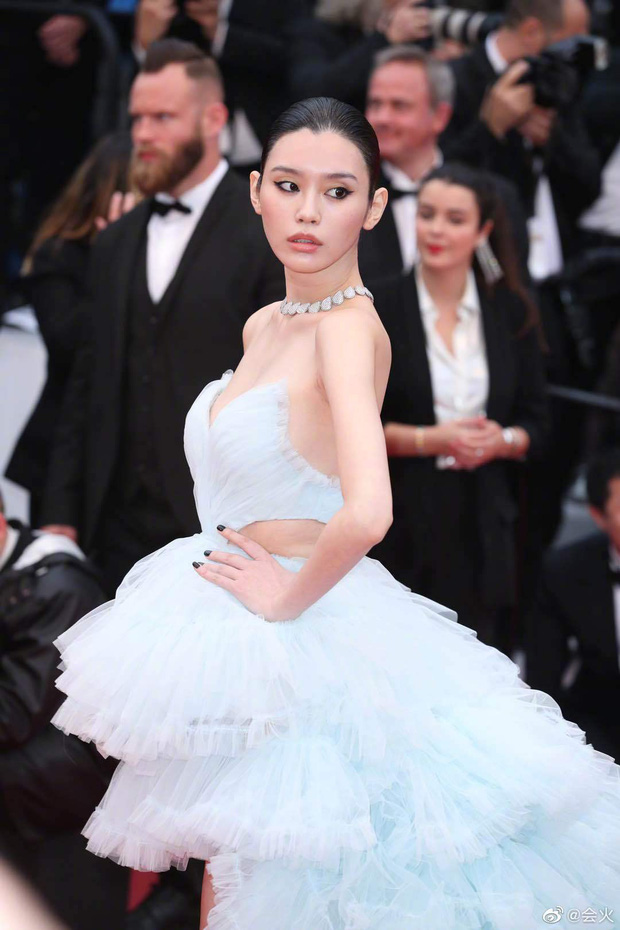 Vòng eo ngấn mỡ tại Cannes là minh chứng cưới chạy bầu của Ming Xi với thiếu gia tỷ đô Hà Du Quân? - Ảnh 6.