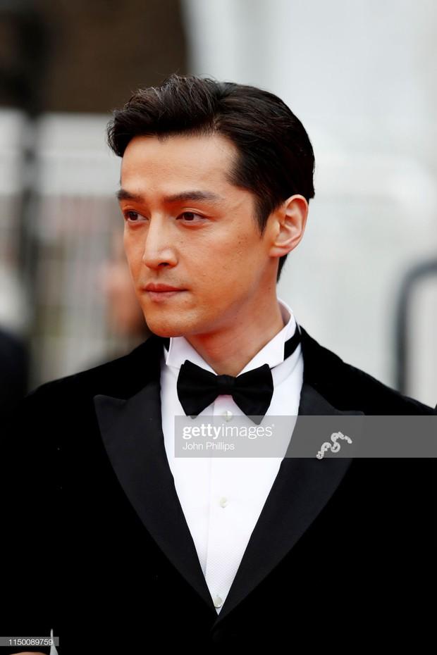 Thảm đỏ Cannes nhường spotlight cho Nick Jonas cung phụng Hoa hậu, Sui He gây sốc như không mặc gì - Ảnh 25.