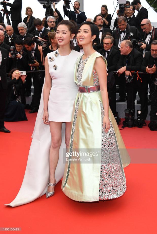 Thảm đỏ Cannes nhường spotlight cho Nick Jonas cung phụng Hoa hậu, Sui He gây sốc như không mặc gì - Ảnh 24.