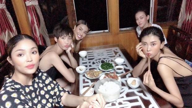 Show diễn Fashion Voyage vừa kết thúc, Lê Thuý cùng dàn mẫu đã lên tiếng tố BTC đối xử tệ và bất công - Ảnh 8.