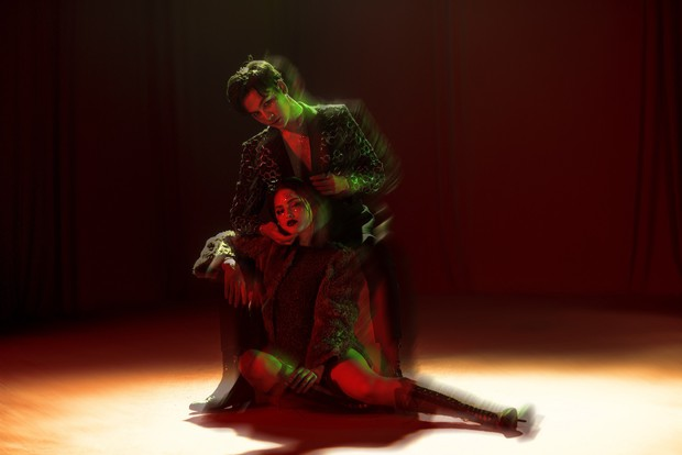 Ali Hoàng Dương đóng cặp cùng người mẫu hao hao Selena Gomez trong MV mở màn album đầu tay - Ảnh 2.