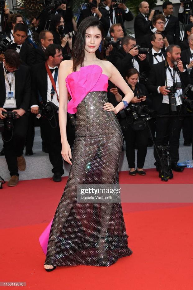 2 thái cực của 2 chân dài Victorias Secret Trung Quốc tại Cannes: Ming Xi như công chúa, Sui He phô phang đến bức người - Ảnh 6.