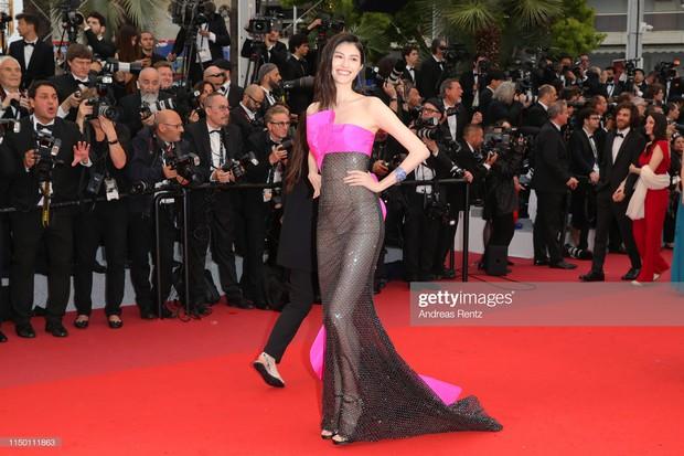 2 thái cực của 2 chân dài Victorias Secret Trung Quốc tại Cannes: Ming Xi như công chúa, Sui He phô phang đến bức người - Ảnh 10.