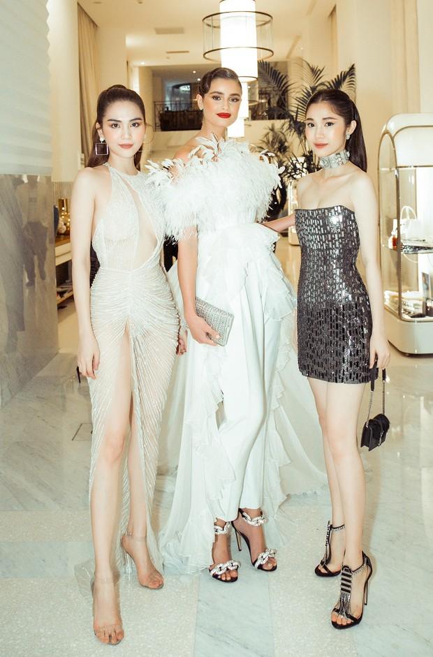 Ngọc Trinh diện váy mỏng tang, đọ sắc cùng Priyanka Chopra, thiên thần Victorias Secret tại Cannes - Ảnh 4.