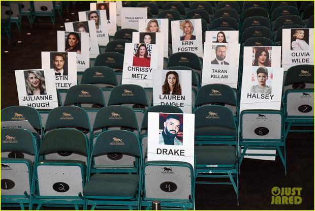 Nhìn lại các khoảnh khắc hiếm có tại BBMAs 2019: Drake ngơ ngác tìm BTS, Taylor Swift như fangirl trước màn biểu diễn của Mariah Carey - Ảnh 4.