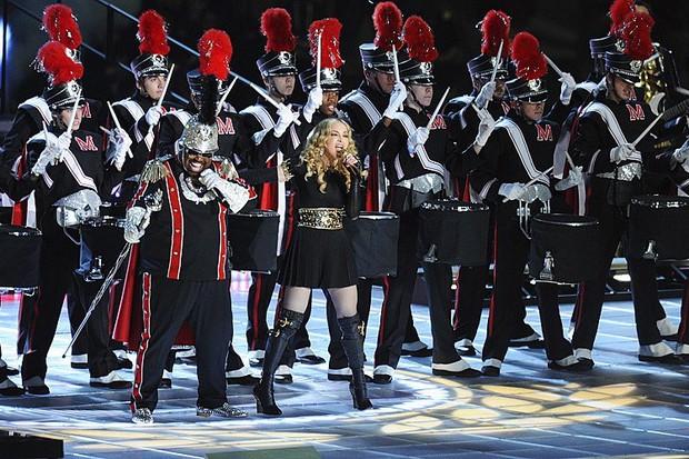 Vô duyên vô cớ, sân khấu ME! của Taylor Swift tại BBMAs bị vu oan đạo sân khấu Coachella 2019 của Beyoncé! - Ảnh 2.