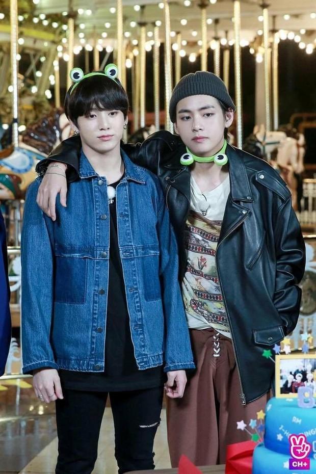 V vs. Jungkook: Ai là người giành chiến thắng trong cuộc chiến mặt mộc của BTS? - Ảnh 4.