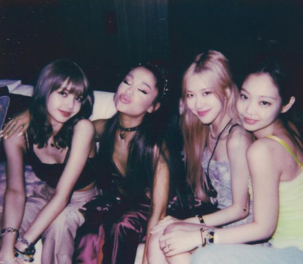 Từ khi nào mà BLACKPINK chỉ còn có 3 thành viên, Jisoo lại mất hút khi cả nhóm chụp ảnh với Dua Lipa thế này? - Ảnh 3.