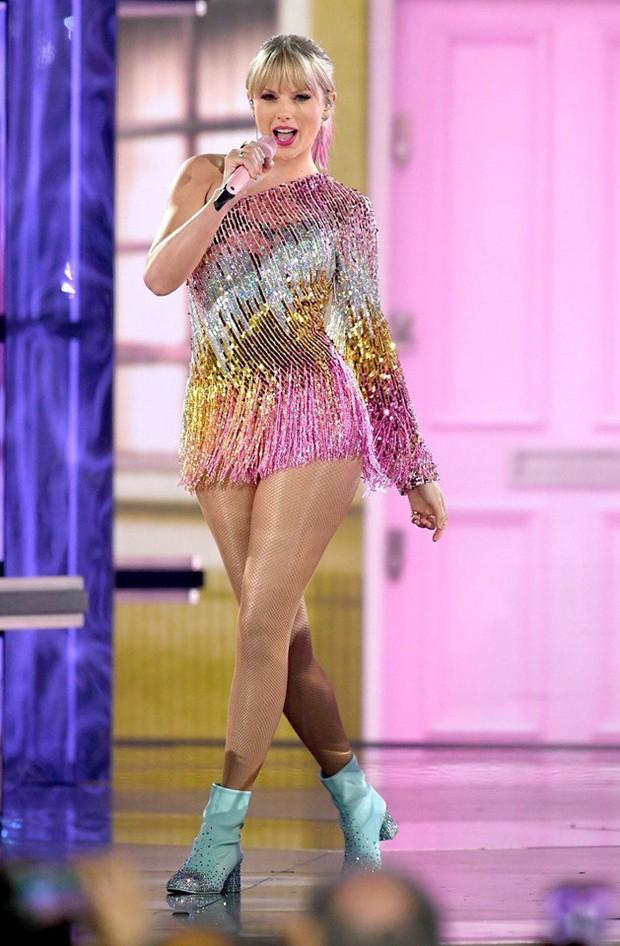 """Sau bao ngày mong đợi, Taylor Swift chính thức """"hạ cánh"""" cùng sân khấu """"ME!"""" đầy rực rỡ tại BBMAs 2019 - Ảnh 1."""