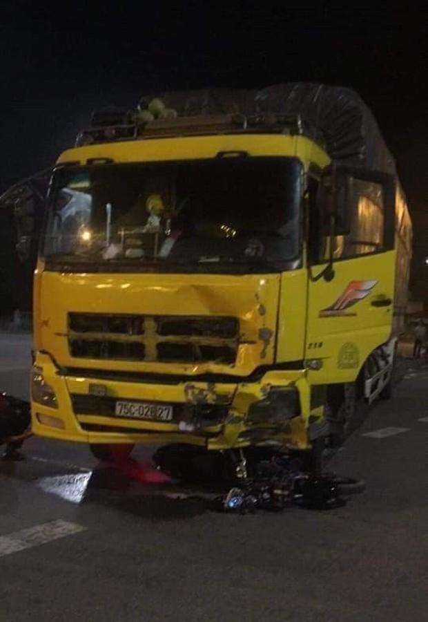 Đôi nam nữ trẻ chết thảm trong đêm nghỉ lễ sau va chạm kinh hoàng với xe tải - Ảnh 1.