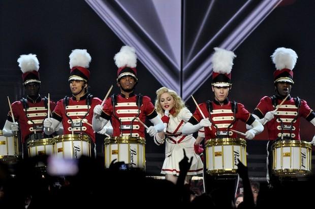 Vô duyên vô cớ, sân khấu ME! của Taylor Swift tại BBMAs bị vu oan đạo sân khấu Coachella 2019 của Beyoncé! - Ảnh 3.