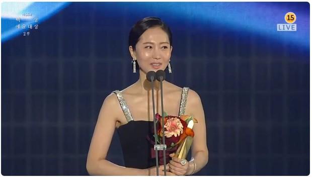 Baeksang 2019 gây tranh cãi: Burning gần như trắng tay, giải thưởng danh giá nhất lại về tay một cái tên mờ nhạt - Ảnh 8.