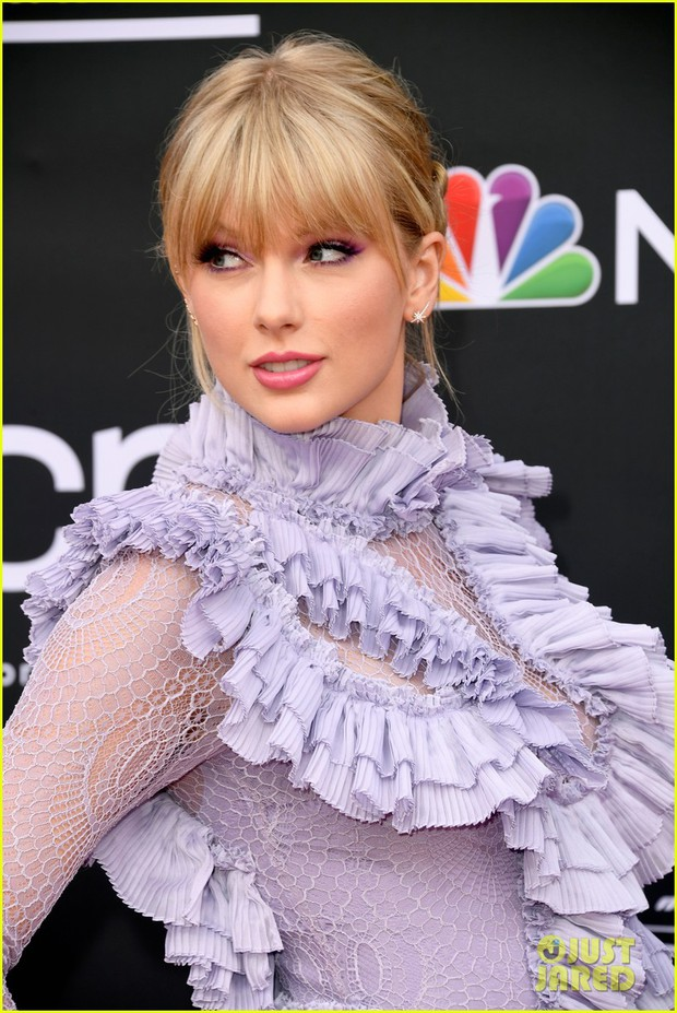 Thảm đỏ Billboard 2019: Taylor Swift sến sẩm bị dàn mỹ nhân ngực khủng át vía, BTS lột xác quyền lực bên quân đoàn sao - Ảnh 3.