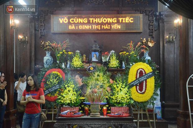 Xuân Bắc và nhiều nghệ sĩ nhà hát kịch Việt Nam bật khóc xót xa trong tang lễ đồng nghiệp vụ tai nạn hầm Kim Liên - Ảnh 2.