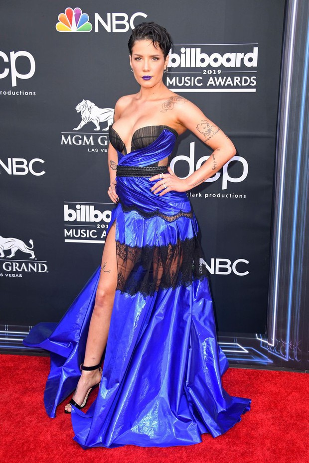 Thảm đỏ Billboard 2019: Taylor Swift sến sẩm bị dàn mỹ nhân ngực khủng át vía, BTS lột xác quyền lực bên quân đoàn sao - Ảnh 10.