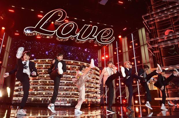 Sân khấu BBMAs 2019: Cho Taylor Swift mở màn làm chi để lu mờ hết loạt sao trẻ phía sau? - Ảnh 9.