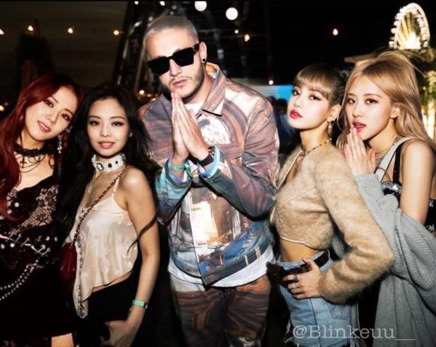 Từ khi nào mà BLACKPINK chỉ còn có 3 thành viên, Jisoo lại mất hút khi cả nhóm chụp ảnh với Dua Lipa thế này? - Ảnh 5.