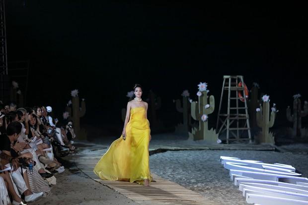 Trình diễn trên đảo hoang sơ, Fashion Voyage có những khoảnh khắc đẹp nín thở, tôn trọn vẹn vẻ đẹp kỳ quan của Vịnh Hạ Long - Ảnh 27.