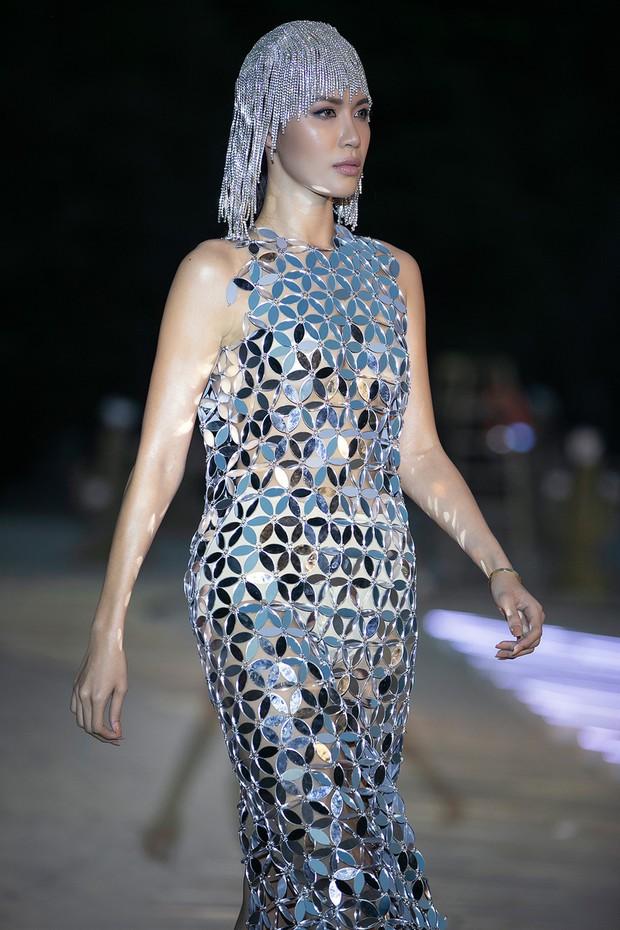 Trình diễn trên đảo hoang sơ, Fashion Voyage có những khoảnh khắc đẹp nín thở, tôn trọn vẹn vẻ đẹp kỳ quan của Vịnh Hạ Long - Ảnh 17.