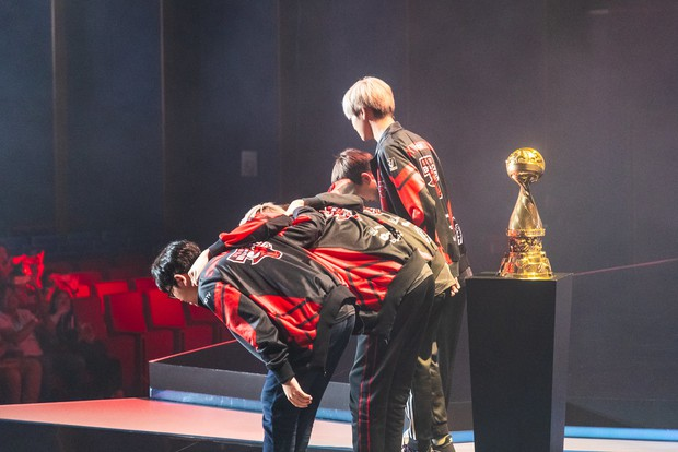 Bị loại từ vòng bảng MSI 2019 nhưng Phong Vũ Buffalo vẫn thực hiện điều ngay cả SKT T1 lẫn Team Liquid không làm được - Ảnh 3.